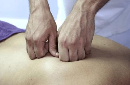 Граблеобразные движения в массаже шейно воротниковой зоны