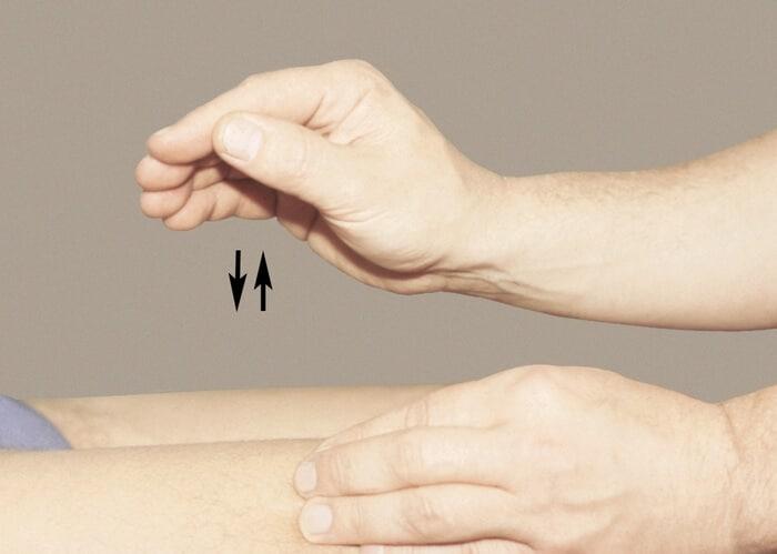 Похлопывания - выполнение антицеллюлитного массажа