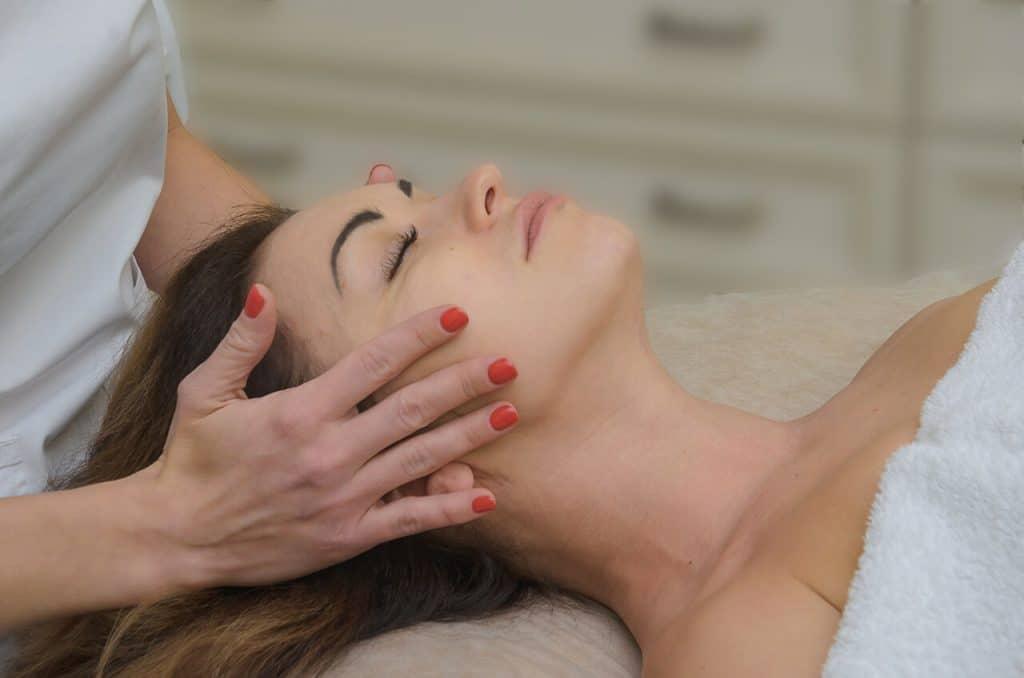 Расслабление от массажа лица