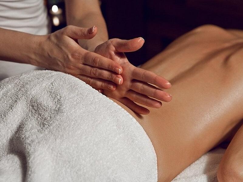 поколачивание - расслабляющий массаж спины