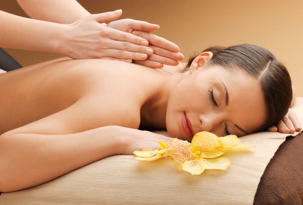 расслабляющий массаж спины