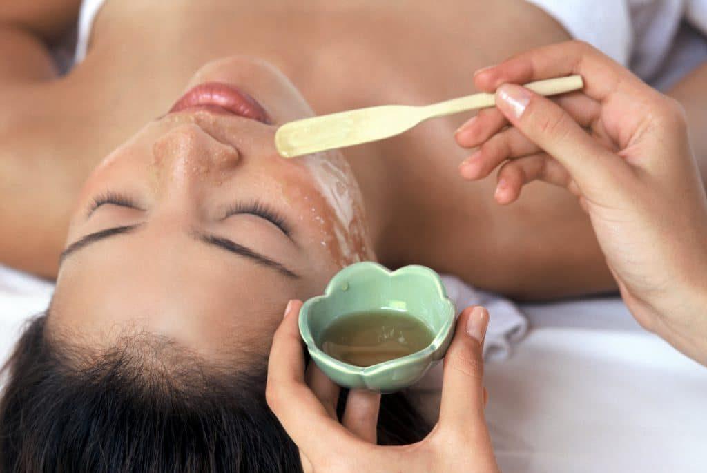 Польза медового массажа лица