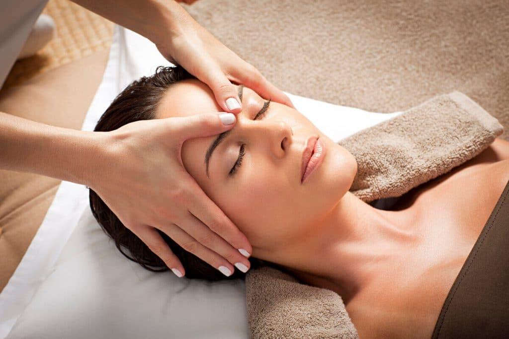 косметический массаж лица в салоне