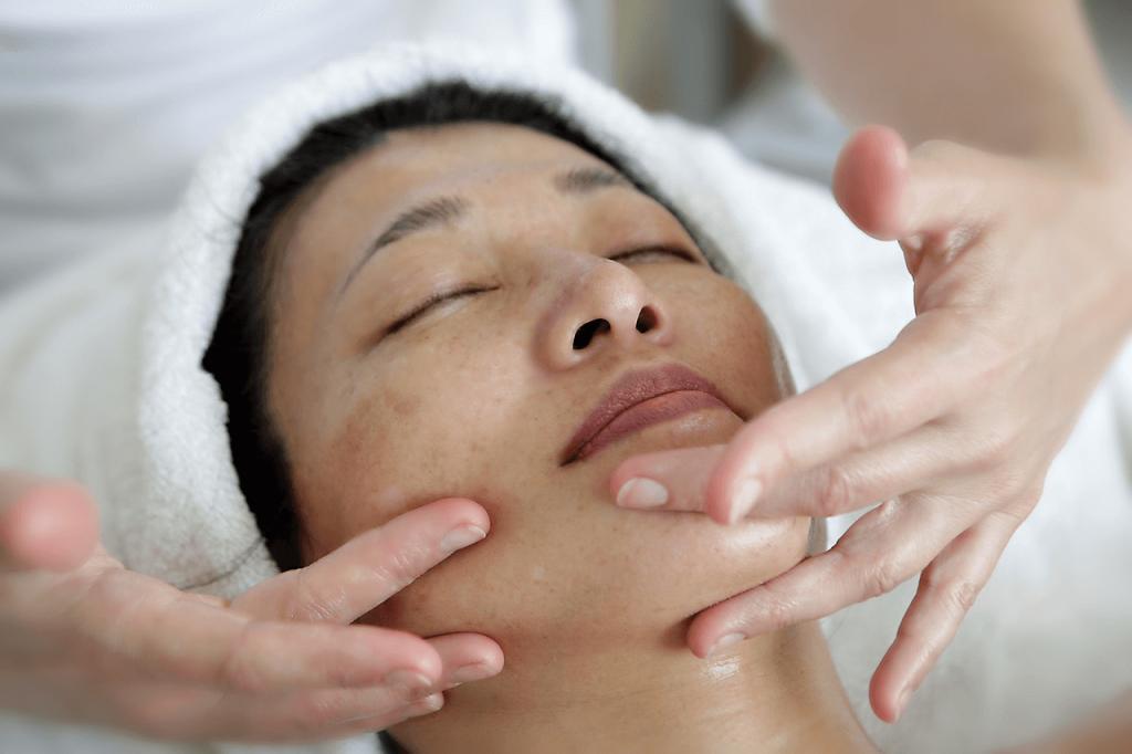 как выполнять массаж лица асахи для клиента