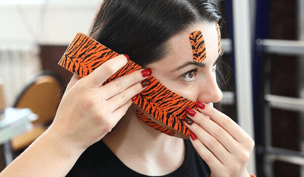 тейпирование лица против носогубных складок