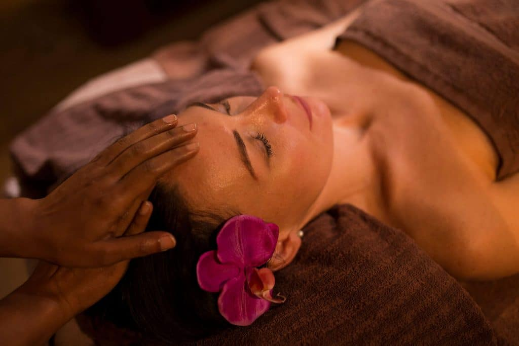 тайский массаж головы
